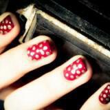 nixia sxedia red gold polka dot nails 2  full carousel 160x160 - Σχέδια για Νύχια για εναλλακτικές νύφες : Εντυπωσιάστε με τα νύχια σας!