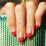 nixia sxedia unique wedding nails red nude hearts with crystal bridal clutch  full carousel 160x160 - Σχέδια για Νύχια για εναλλακτικές νύφες : Εντυπωσιάστε με τα νύχια σας!
