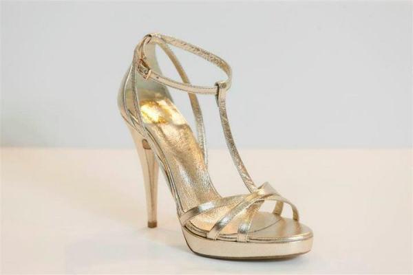 1d8cb0fb0677 Νυφικά παπούτσια Tsakiris Mallas Νυφική Συλλογή Υποδημάτων