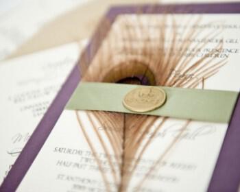 elegant wedding invitations with gold seal peacock feather  full carousel 350x280 - Φτερά και Πούπουλα…δώστε στο γάμο σας άλλο «αέρα»!