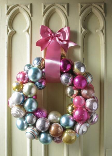 Χειροποίητο Χριστουγεννιάτικο στεφάνι για την πόρτα με μπάλες
