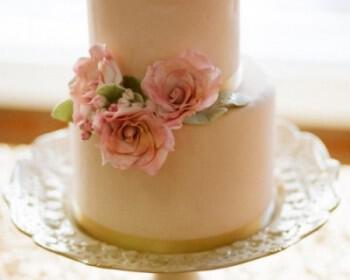 tourta gamou louloudia 2 350x280 - Τούρτες γάμου με λουλούδια – Απλά υπέροχες!