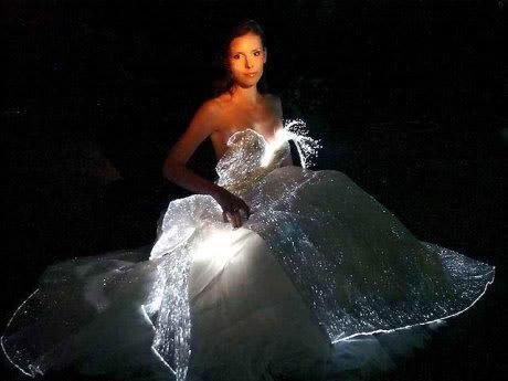 PROJECTS022 - Οπτικές ίνες, μια νέα μόδα ακόμα και για το γάμο
