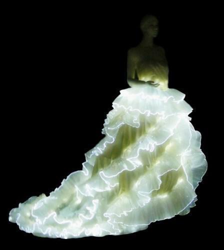 luminous dress 3 - Οπτικές ίνες, μια νέα μόδα ακόμα και για το γάμο