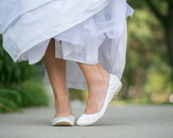 flat nifika papoutsia 2013 10 350x280 - Νυφικά παπούτσια flat για άνετες νύφες