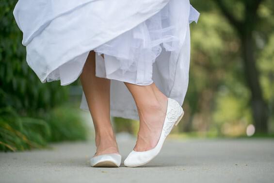 Νυφικά παπούτσια flat για άνετες νύφες