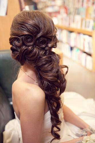e28aef384 Νυφικά χτενίσματα για μακριά μαλλιά