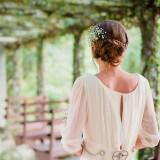 Ρομαντικά νυφικά χτενίσματα 14 στυλ για νύφες που αγαπούν τα σπαστά μαλλιά