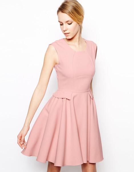 Φορέματα για γυναίκες με μεγάλη περιφέρεια