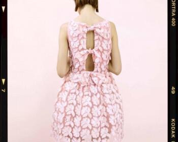 monterna foremata kalokairi 2014 7 350x280 - Μοντέρνα και θηλυκά φορέματα για κουμπάρα