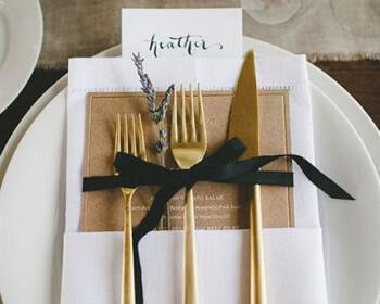xriso sto gamo 3 350x280 - Χρυσές λεπτομέρειες σε έναν χειμωνιάτικο γάμο