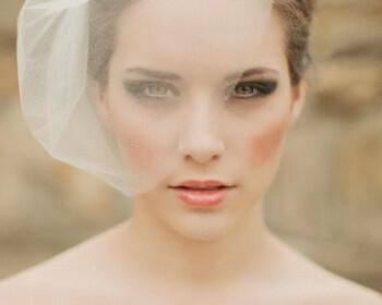 veil from melinda rose design  full 350x280 - Νυφικό βέλο για μια στιλάτη νύφη
